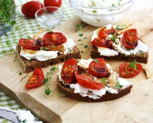 roast tomato garlic toasts_10_kim